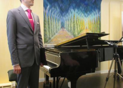 5. HANGRÓZSA - Juhász Balázs zongoratanár köszönti a vendégeket