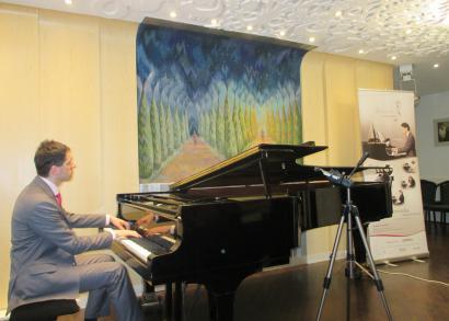 5. HANGRÓZSA - Juhász Balázs zongoratanár