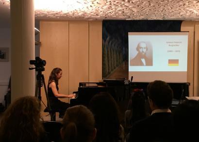 Vida Edit - a Hangrózsa Zongoraiskola növendékhangversenye