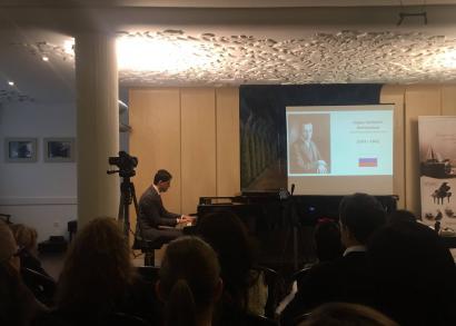 Juhász Balázs zongoratanár - a Hangrózsa Zongoraiskola növendékhangversenye